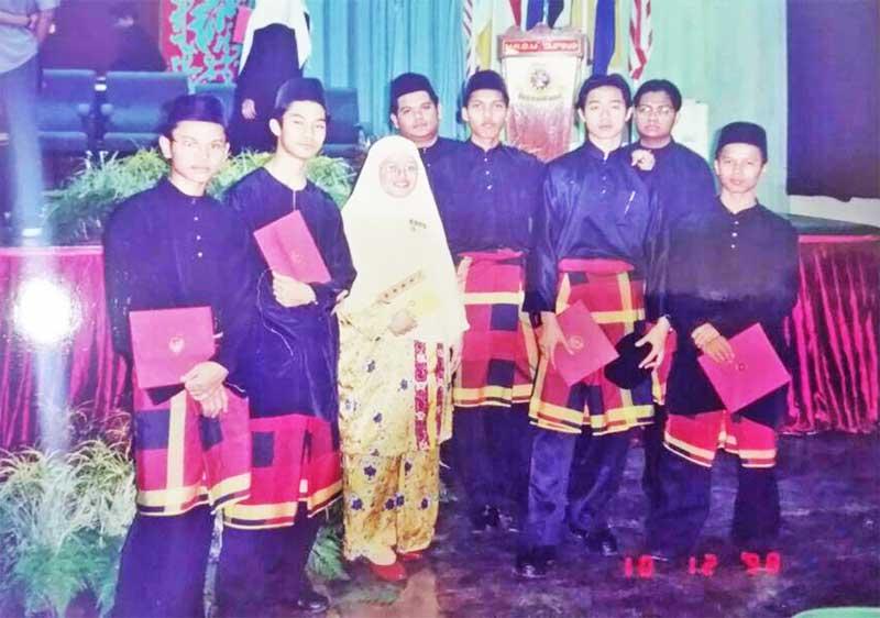 Graduasi MRSM 1998 Budak Meja Belakang Shah Ibrahim