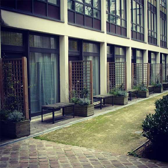 Perkarangan Luar Villa Louis Pasteur Buku Kuantum Shah Ibrahim